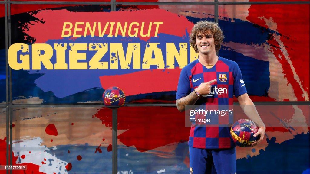 FC Barcelona Unveil New Player Antoine Griezmann : ニュース写真