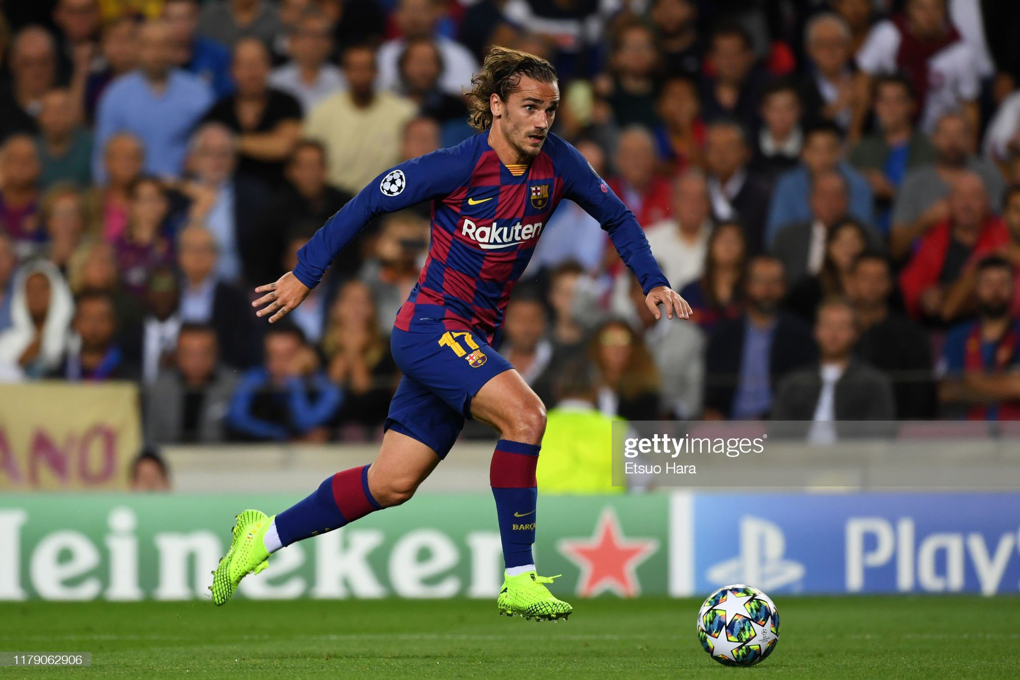صور مباراة : برشلونة - إنتر 2-1 ( 02-10-2019 )  Antoine-griezmann-of-fc-barcelona-in-action-during-the-uefa-champions-picture-id1179062906?s=2048x2048