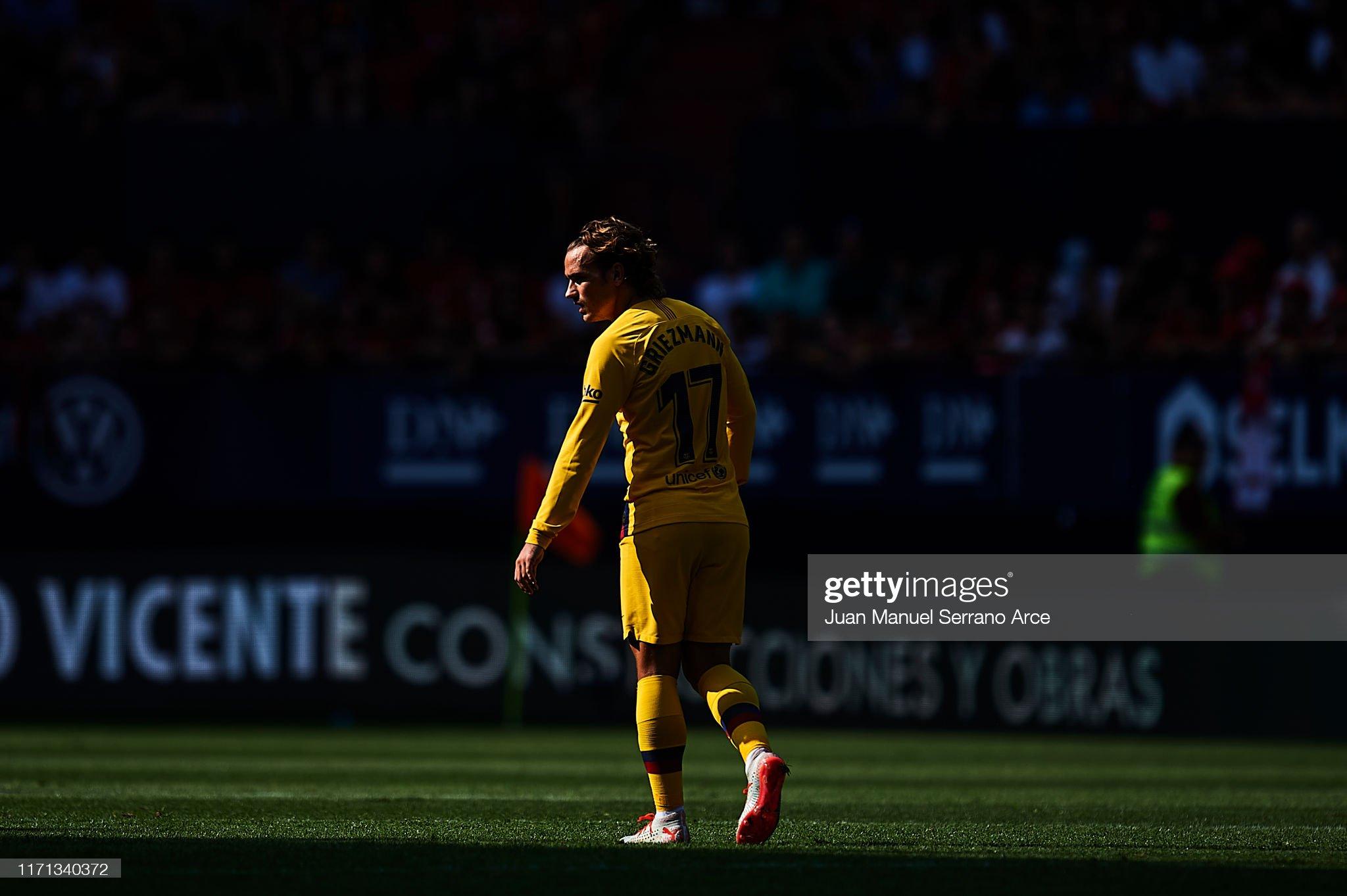 صور مباراة : أوساسونا - برشلونة 2-2 ( 31-08-2019 )  Antoine-griezmann-of-fc-barcelona-looks-on-during-the-liga-match-ca-picture-id1171340372?s=2048x2048