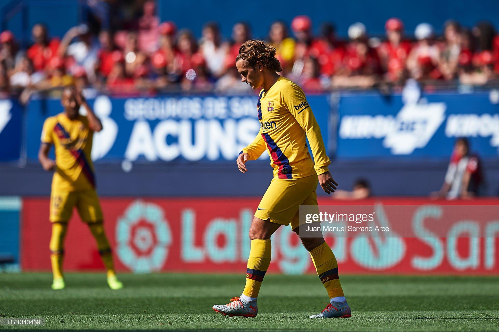 صور مباراة : أوساسونا - برشلونة 2-2 ( 31-08-2019 )  Antoine-griezmann-of-fc-barcelona-looks-on-during-the-liga-match-ca-picture-id1171340469?s=2048x2048