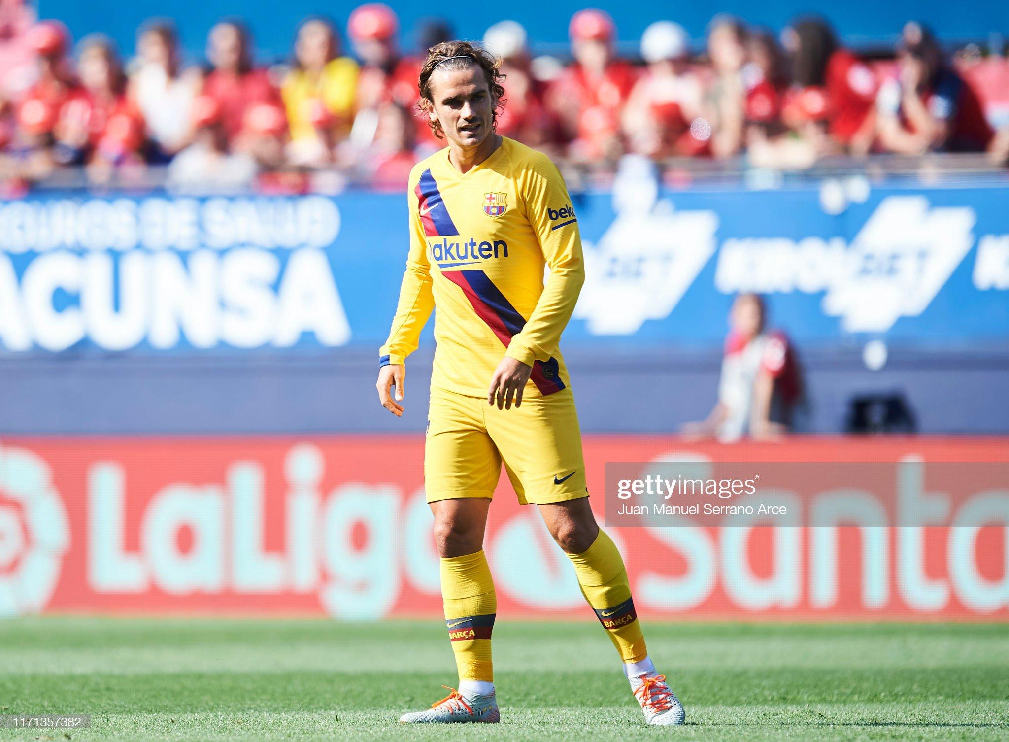 صور مباراة : أوساسونا - برشلونة 2-2 ( 31-08-2019 )  Antoine-griezmann-of-fc-barcelona-looks-on-during-the-liga-match-ca-picture-id1171357382?s=2048x2048