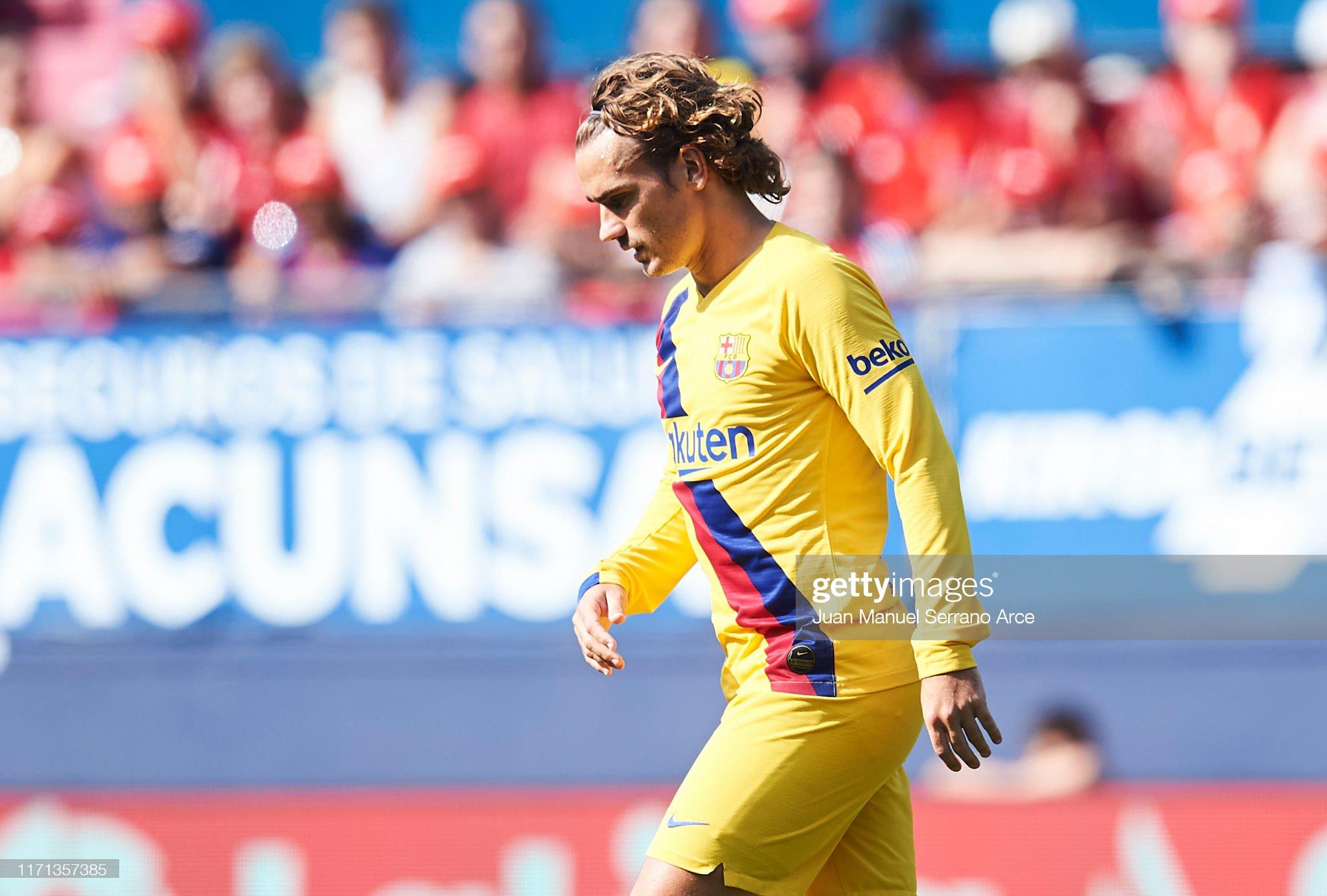 صور مباراة : أوساسونا - برشلونة 2-2 ( 31-08-2019 )  Antoine-griezmann-of-fc-barcelona-looks-on-during-the-liga-match-ca-picture-id1171357385?s=2048x2048