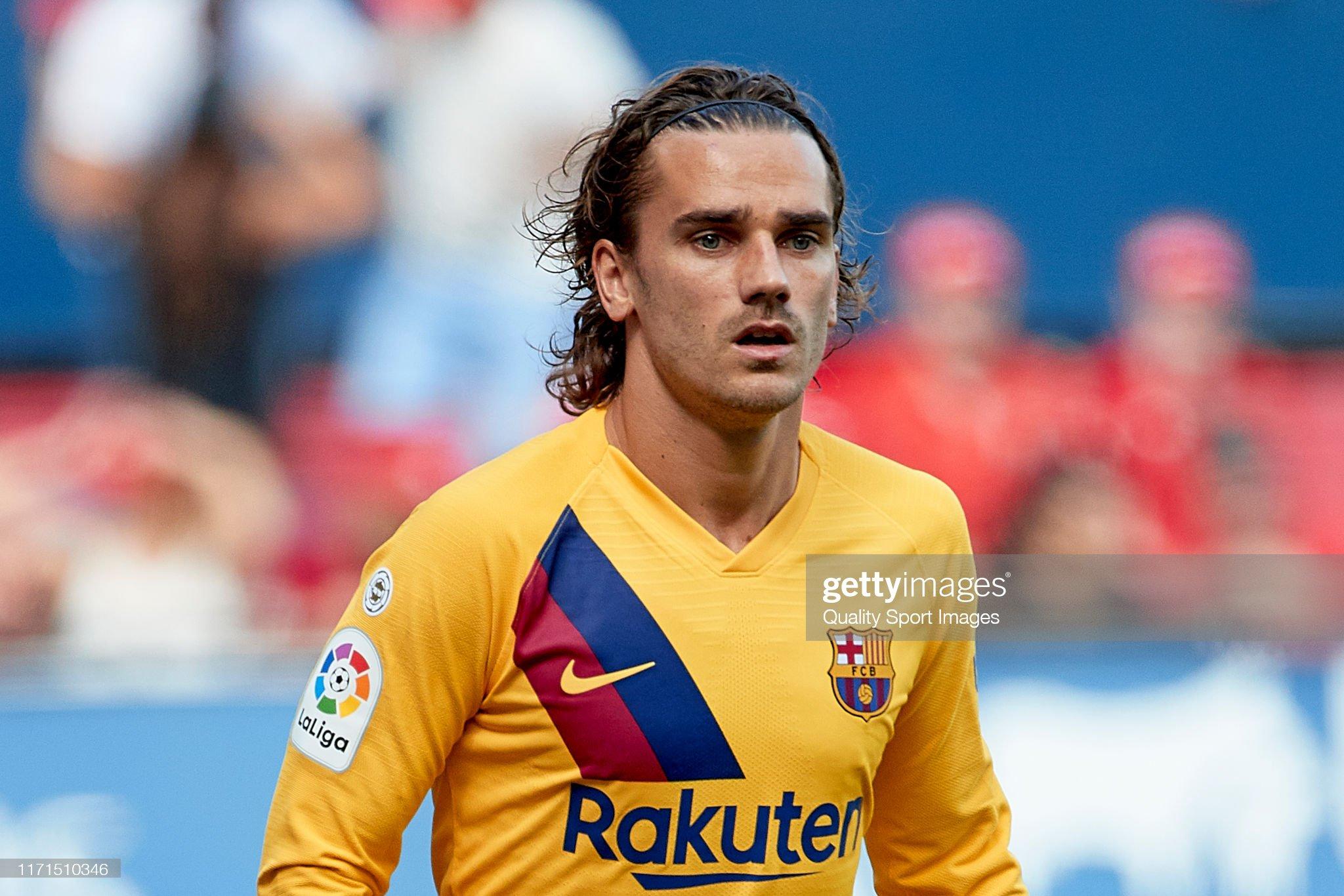 صور مباراة : أوساسونا - برشلونة 2-2 ( 31-08-2019 )  Antoine-griezmann-of-fc-barcelona-looks-on-during-the-liga-match-ca-picture-id1171510346?s=2048x2048