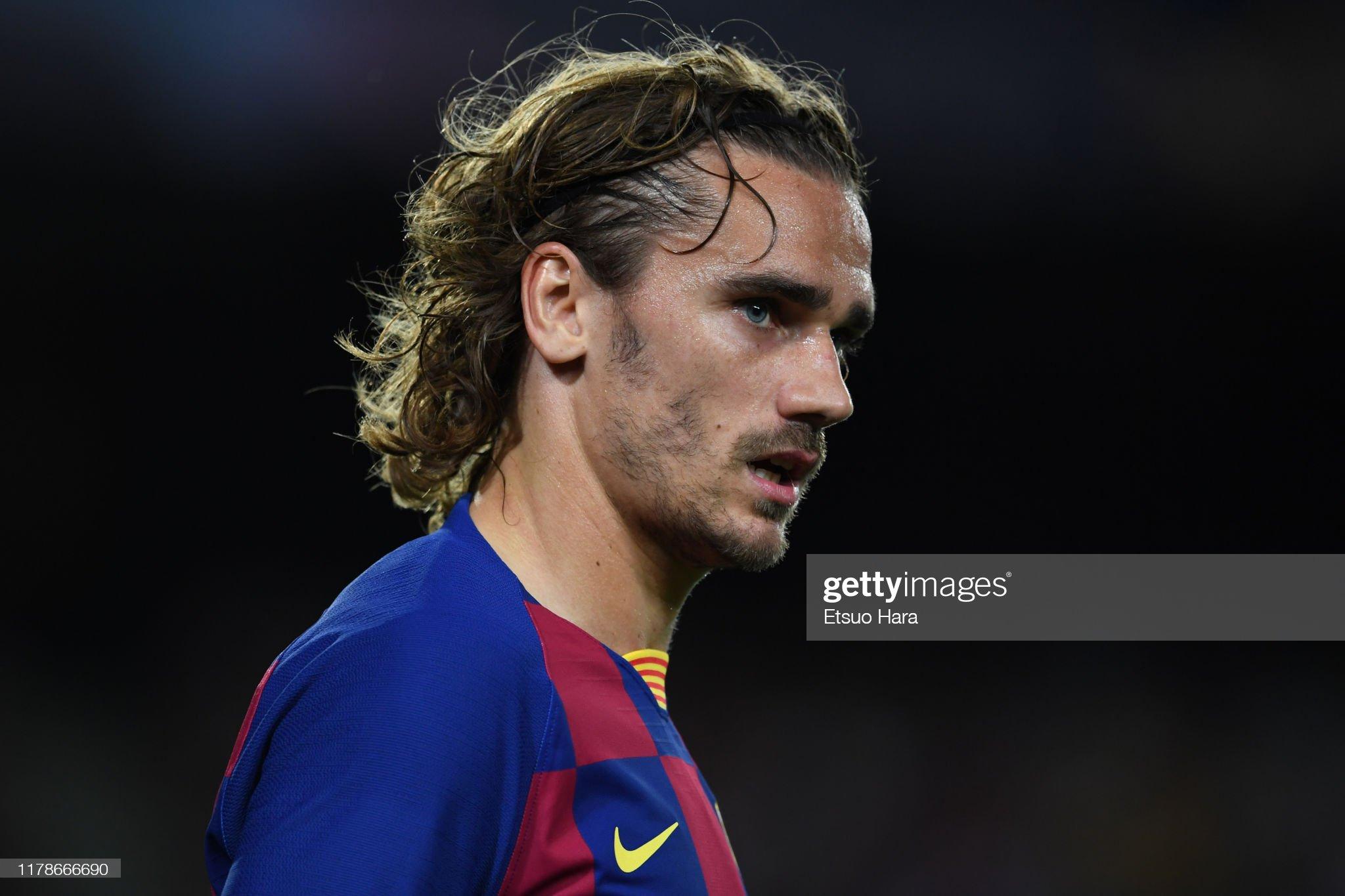 صور مباراة : برشلونة - إنتر 2-1 ( 02-10-2019 )  Antoine-griezmann-of-fc-barcelona-looks-on-during-the-uefa-champions-picture-id1178666690?s=2048x2048