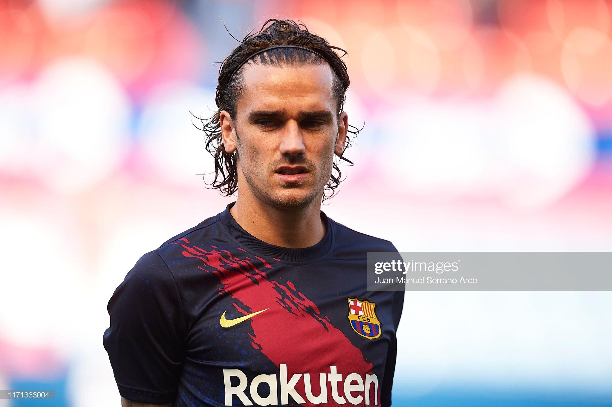 صور مباراة : أوساسونا - برشلونة 2-2 ( 31-08-2019 )  Antoine-griezmann-of-fc-barcelona-looks-on-during-the-warm-up-prior-picture-id1171333004?s=2048x2048