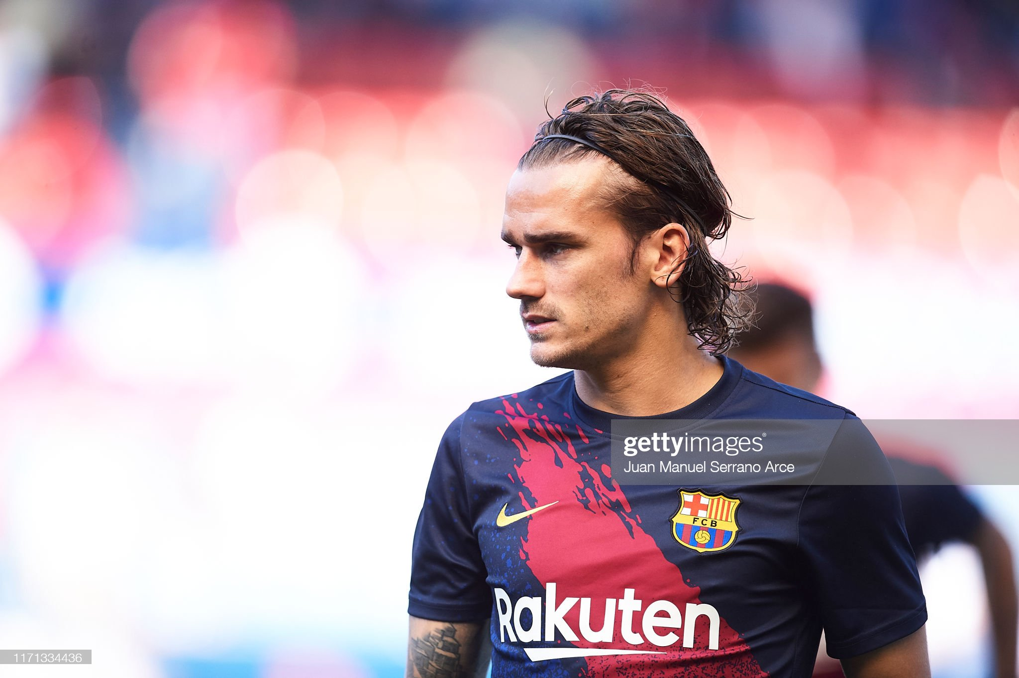 صور مباراة : أوساسونا - برشلونة 2-2 ( 31-08-2019 )  Antoine-griezmann-of-fc-barcelona-looks-on-during-the-warm-up-prior-picture-id1171334436?s=2048x2048