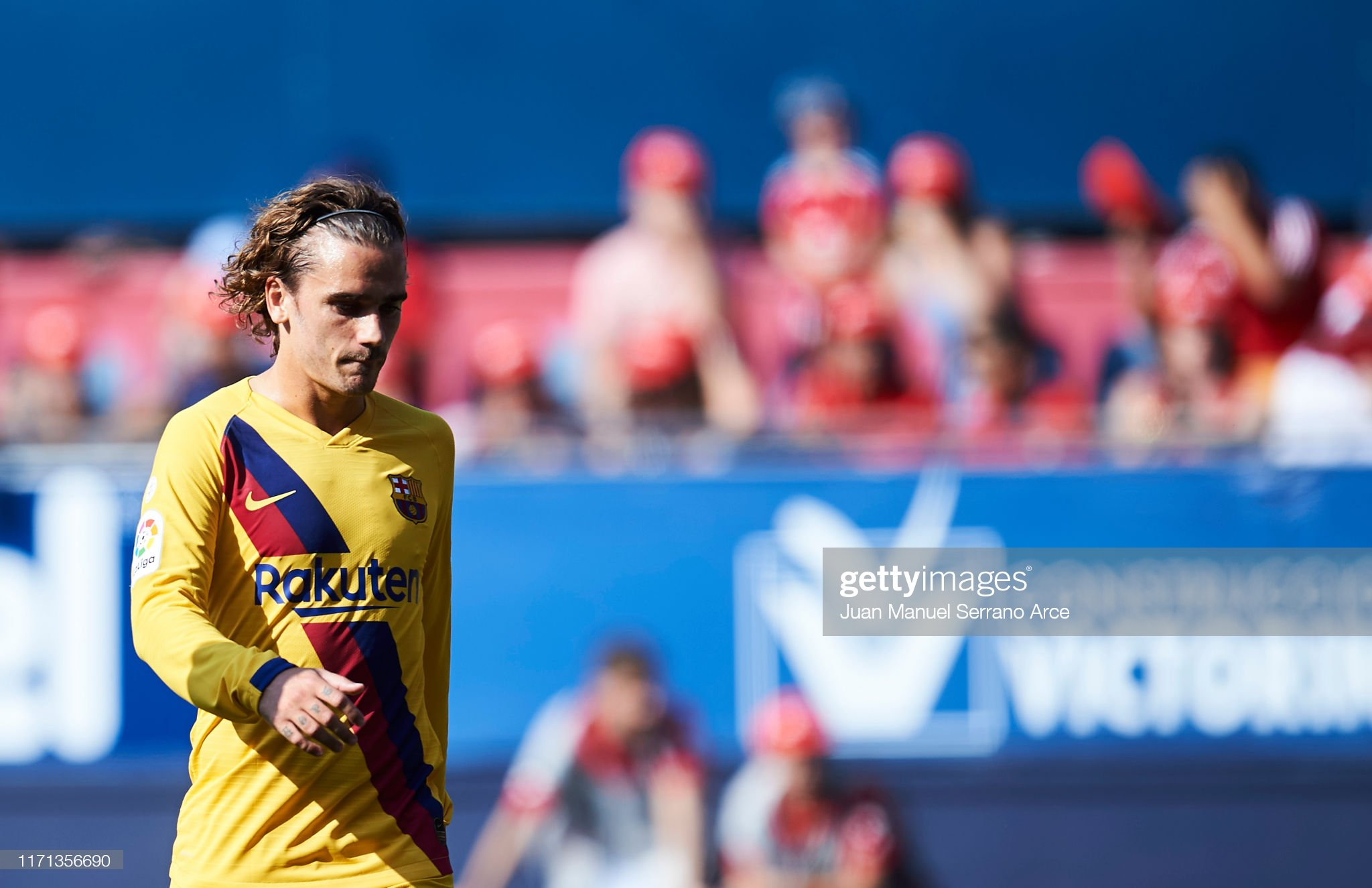 صور مباراة : أوساسونا - برشلونة 2-2 ( 31-08-2019 )  Antoine-griezmann-of-fc-barcelona-reacts-during-the-liga-match-ca-picture-id1171356690?s=2048x2048