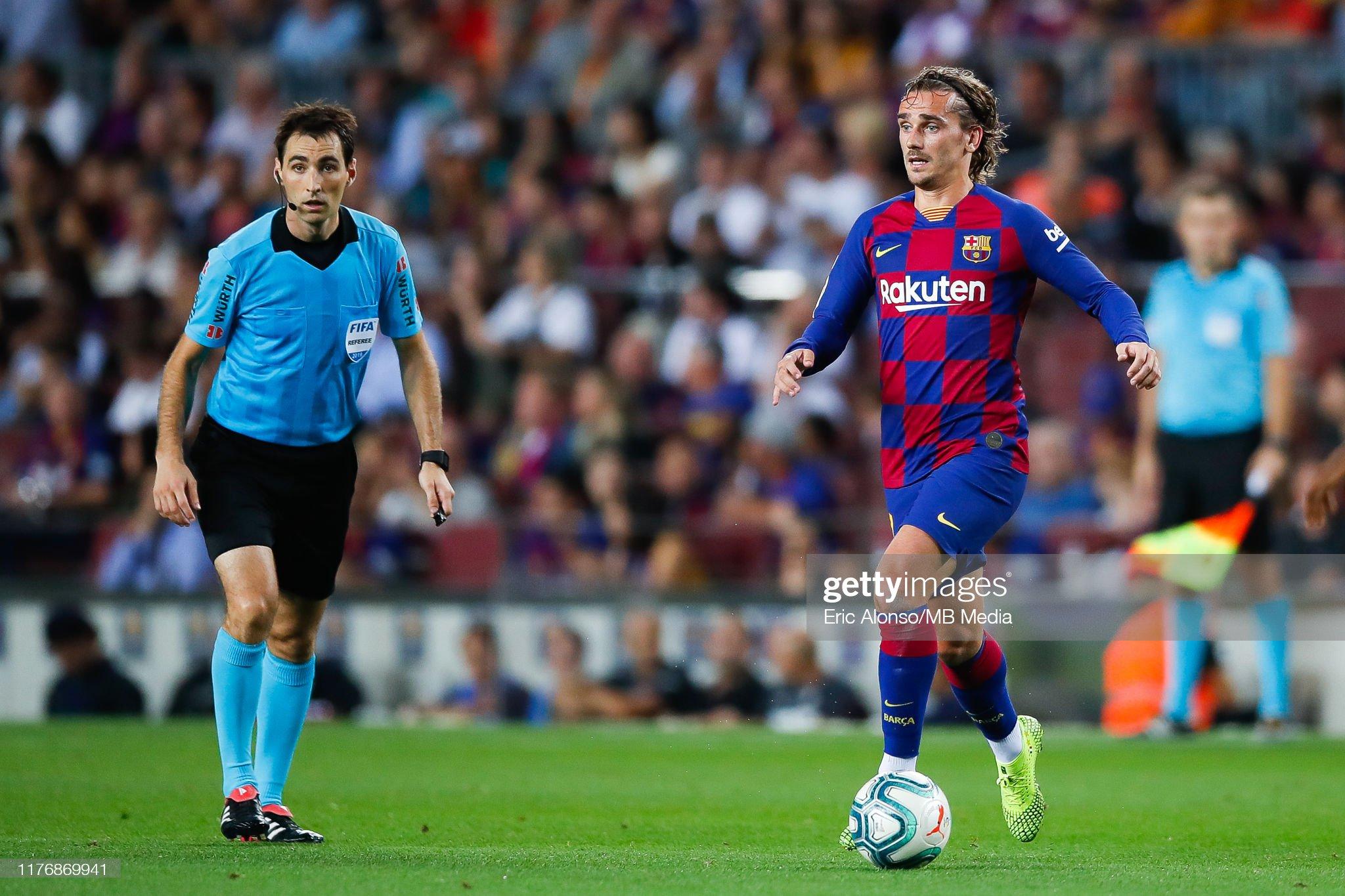 صور مباراة : برشلونة - فياريال 2-1 ( 24-09-2019 )  Antoine-griezmann-of-fc-barcelona-runs-with-the-ball-during-the-liga-picture-id1176869941?s=2048x2048