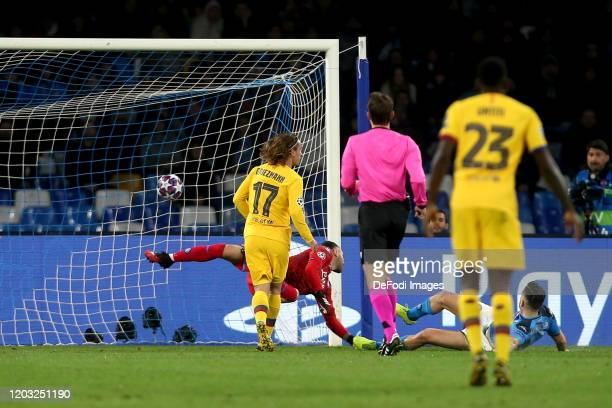 Antoine Griezmann of FC Barcelona scores his team's first goal during the UEFA Champions League round of 16 first leg match between SSC Napoli and FC...
