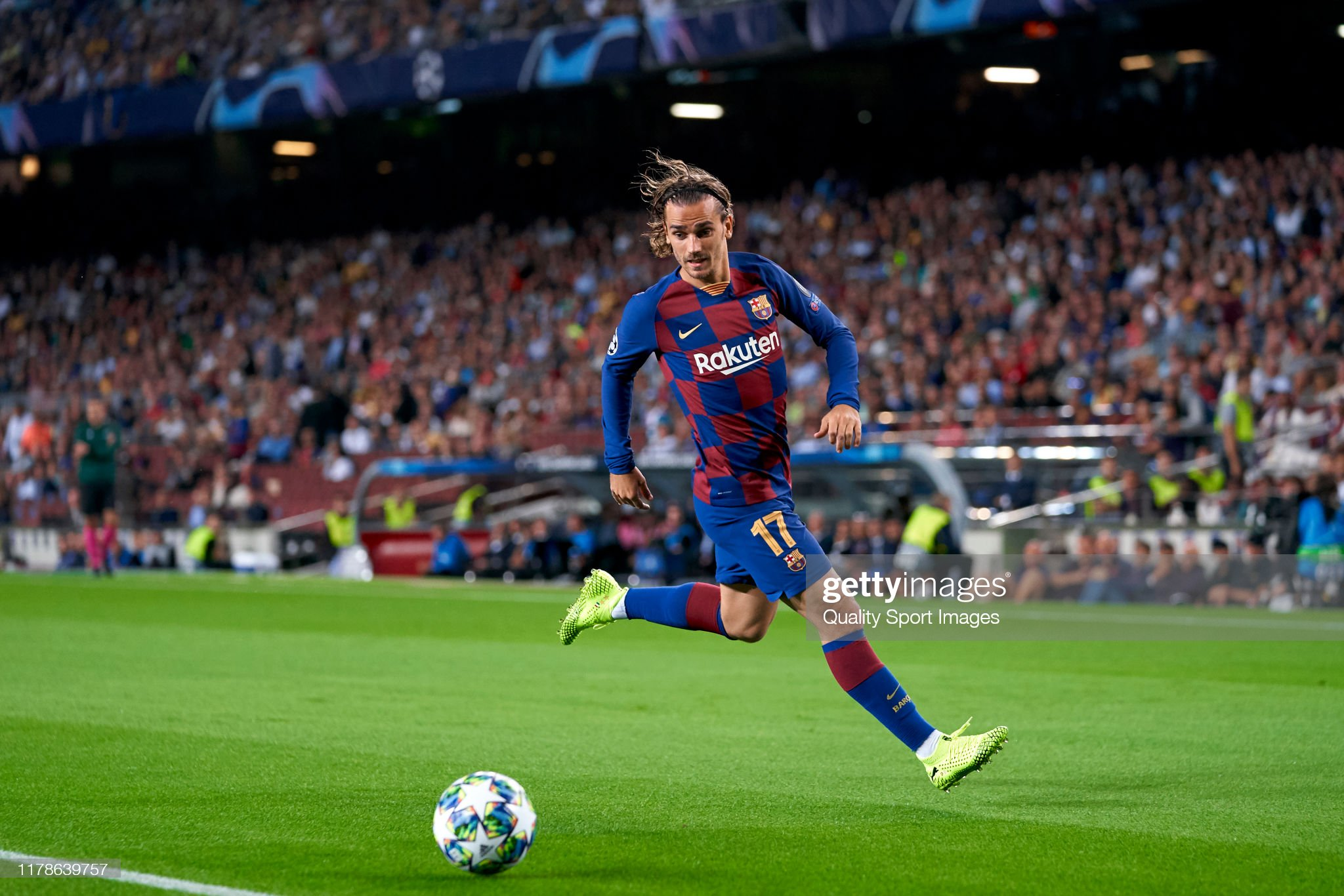 صور مباراة : برشلونة - إنتر 2-1 ( 02-10-2019 )  Antoine-griezmann-of-fc-barcelona-with-the-ball-during-the-uefa-f-picture-id1178639757?s=2048x2048