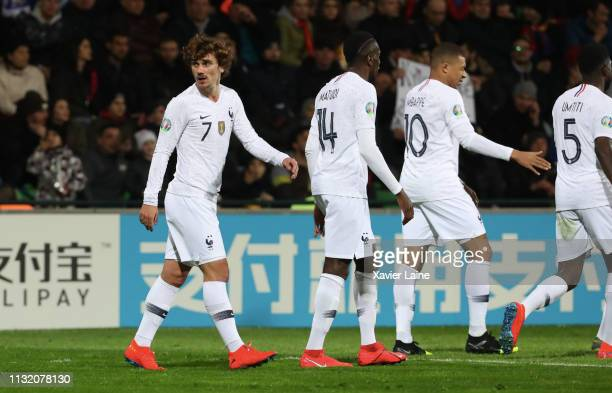 Antoine Griezmann of France celebrate his goal with teammattes during the 2020 UEFA European Championships Group H qualifying match between Moldova...