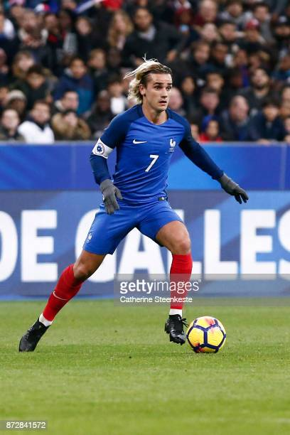 Antoine Griezmann of France controls the ball during the international friendly match between France and Wales at Stade de France on November 10 2017...