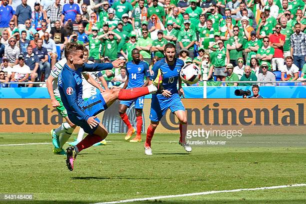 Antoine Griezmann of France controls the ball during the UEFA Euro 2016 round of 16 match between France and the Republic of Ireland at Stade des...
