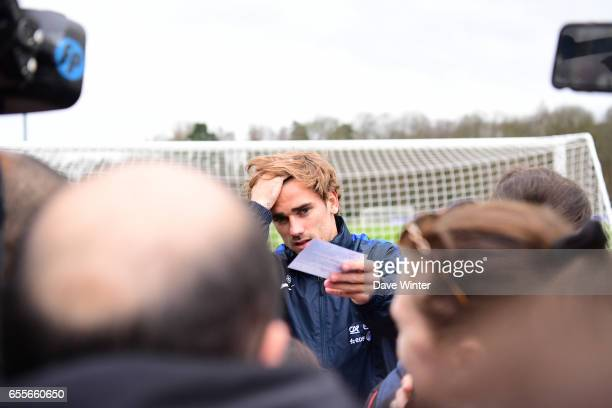 Antoine Griezmann of France during the trainig session of the soccer french national team at Centre National du Football on March 20 2017 in...