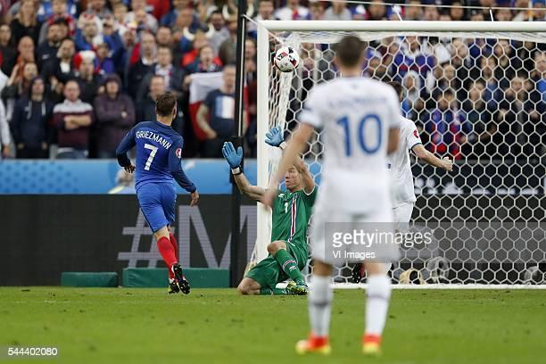 Antoine Griezmann of France goalkeeper Hannes Por Halldorsson of Iceland Gylfi Por Sigurdsson of Iceland 40 during the UEFA EURO 2016 quarter final...