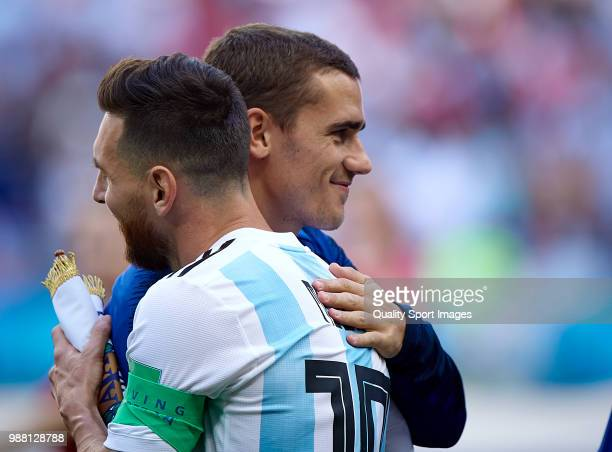 Antoine Griezmann of France hugs with Lionel Messi of Argentina prior the 2018 FIFA World Cup Russia Round of 16 match between France and Argentina...