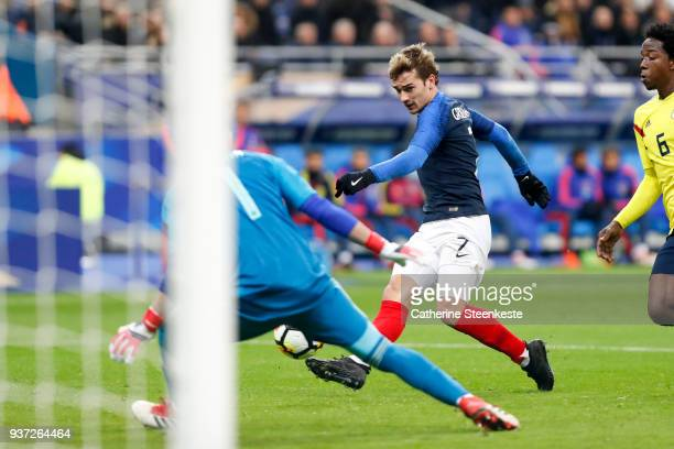 Antoine Griezmann of France tries to score a goal against David Ospina of Colombia during the international friendly match between France and...