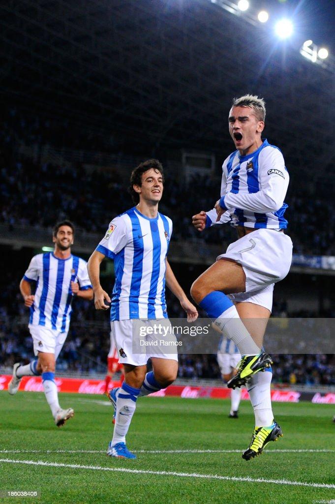 promo code 0bea4 d38f4 Antoine Griezmann of Real Sociedad de Futbol celebrates ...