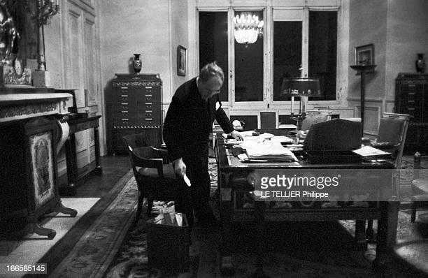 Antoine Pinay Resigned From His Post Of Minister Of Finance Paris 13 janvier 1960 Dernière journée pour Antoine PINAY en tant que ministre des...