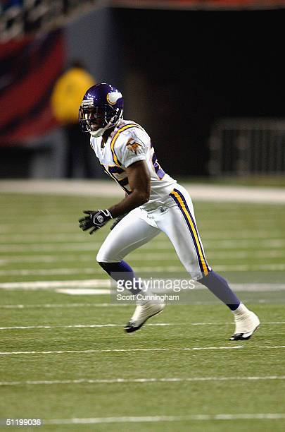 Antoine Winfield of the Minnesota Vikings defends against the Atlanta Falcons on August 20 2004 at The Georgia Dome in Atlanta Georgia
