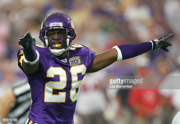Antoine Winfield of the Minnesota Vikings reacts to a false start against the Tampa Bay Buccaneers on September 11 2005 at HHH Metrodome in...