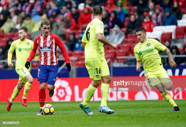 Antoinne Griezmann of Atletico Madrid controls the ball during the La Liga match between Atletico Madrid and Getafe at Estadio Wanda Metropolitano on...
