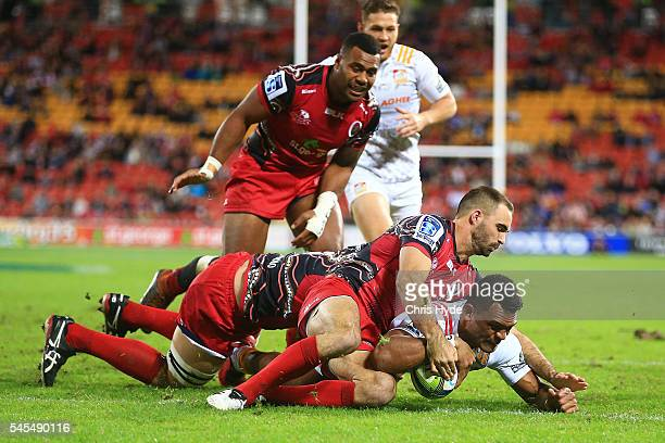 Anton Lienert Brown of the Chiefs scores a try during the round 16 Super Rugby match between the Reds and the Chiefs at Suncorp Stadium on July 8...