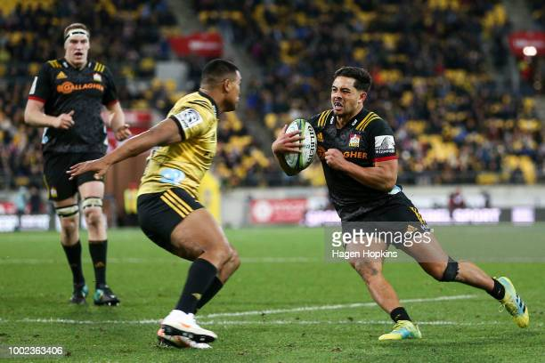 Anton LienertBrown of the Chiefs evades the defence of Julian Savea of the Hurricanes to score a try during the Super Rugby Qualifying Final match...