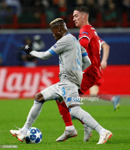 Anton Miranchuk of FC Lokomotiv Moscow and Hamza Mendyl of FC Schalke 04 vie for the ball during the Group D match of the UEFA Champions League...