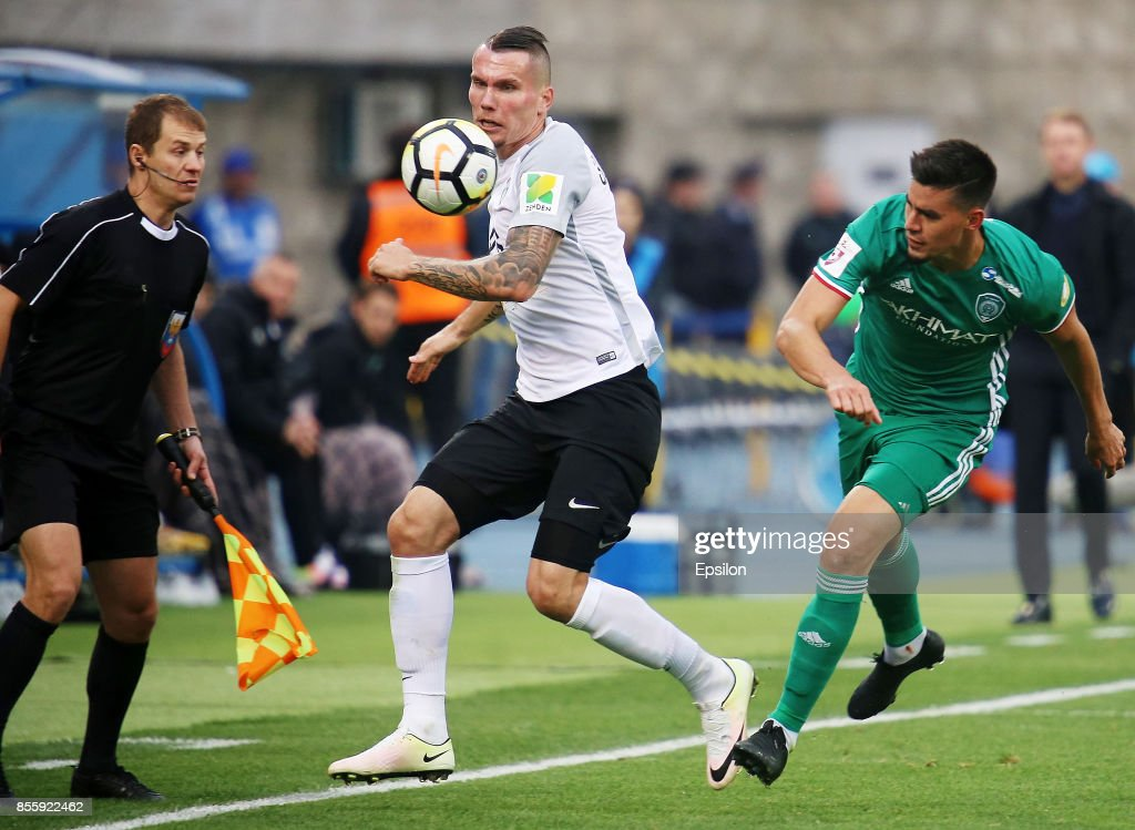 Anton Zabolotny (L) of FC Tosno vies for the ball with Angel Romero (R) of FC Akhmat during the during the Russian Premier League match between FC Tosno and FC Akhmat at Petrovsky Stadium in St. Petersburg, Russia on September 30, 2017.