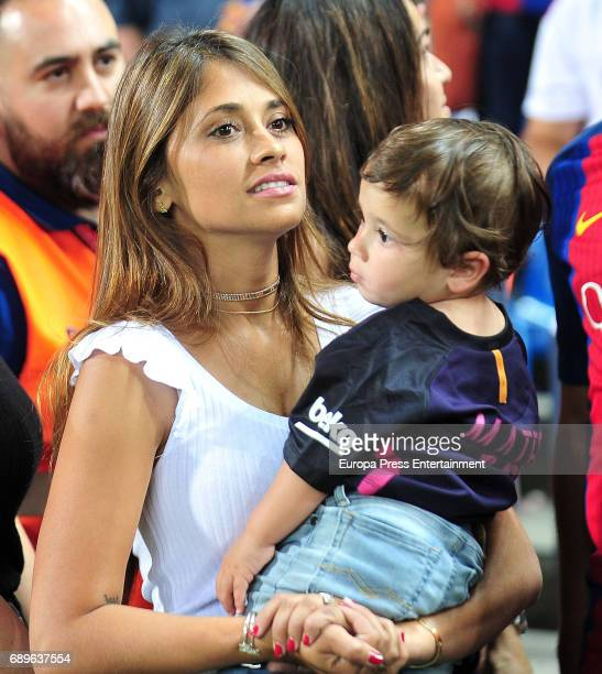 Antonella Roccuzzo and his son Mateo Messi attend the Copa del Rey Final match between FC Barcelona and Alaves FC at Vicente Calderon Stadium on May...