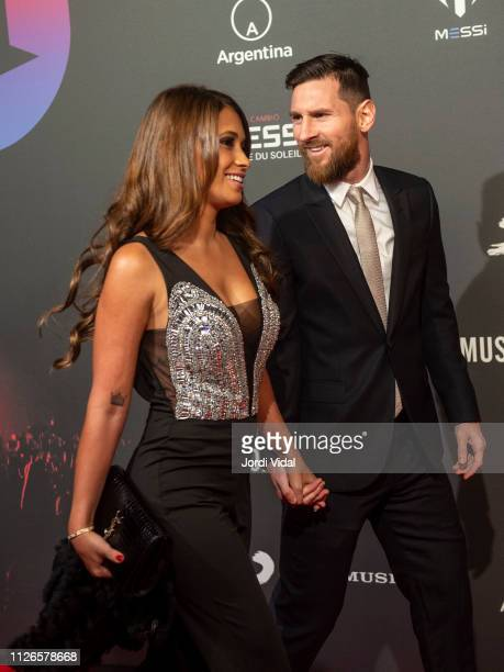 Antonella Roccuzzo and Leo Messi attend the Cirque Du Soleil inspired by Leo Messi premiere at Camp Nou FC Barcelona football stadium on January 31...