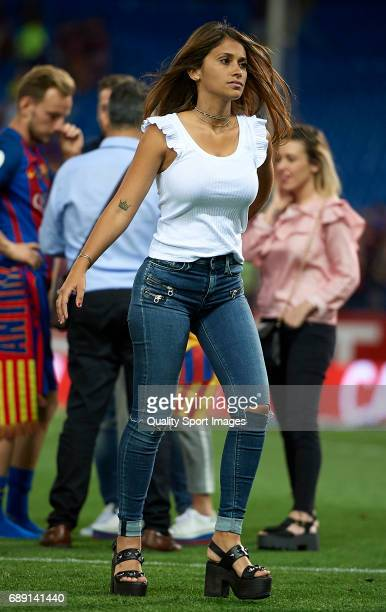 Antonella Roccuzzo walks on the pitch after the Copa Del Rey Final match between FC Barcelona and Deportivo Alaves at Vicente Calderon stadium on May...