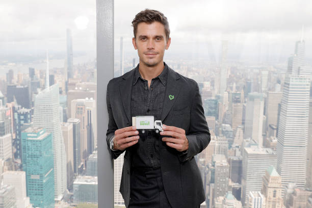 NY: Antoni Porowski Lights The Empire State Building To Celebrate Hunger Action Month