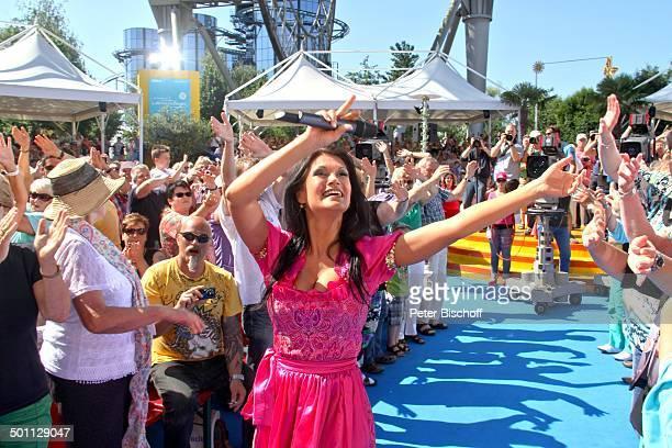 Antonia aus Tirol ARDShow 'Immer wieder Sonntags' 'EuropaPark' Rust BadenWürttemberg Deutschland Europa Auftritt Bühne Publikum Fans Dirndl Sängerin...
