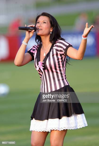 Antonia aus Tirol sings before the match