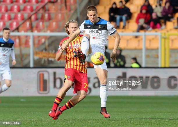 Antonin Barak of Lecce competes for the ball with Robin Gosens of Atalanta during the Serie A match between US Lecce and Atalanta BC at Stadio Via...