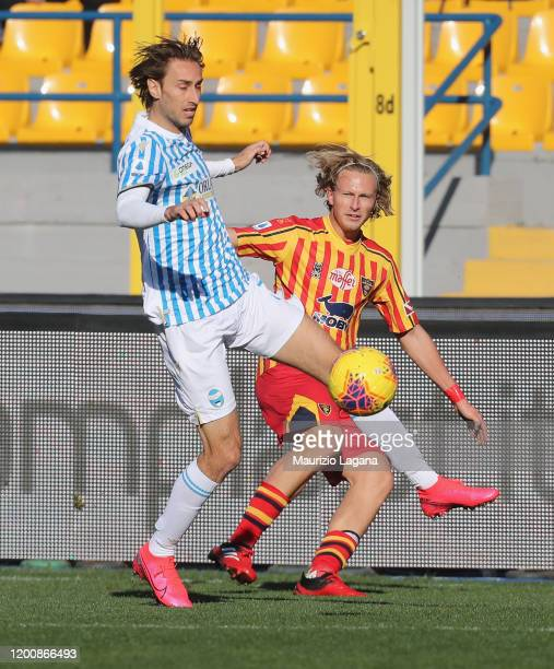 Antonin Barak of Lecce competes for the ball with Simone Missiroli of Spal during the Serie A match between US Lecce and SPAL at Stadio Via del Mare...