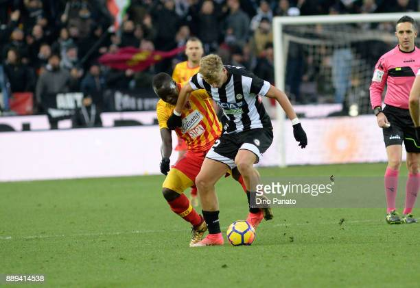 Antonin Barak of Udinese Calcio competes with Raman Chibah Yussif of Benevento Calcio during the Serie A match between Udinese Calcio and Benevento...