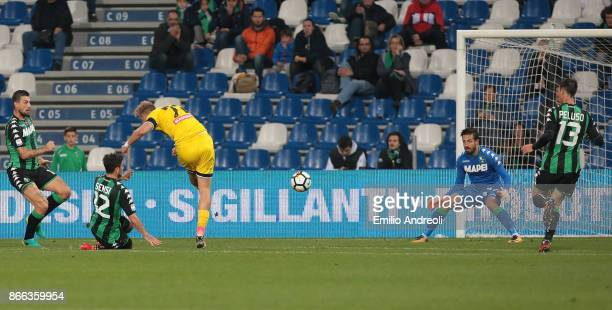 Antonin Barak of Udinese Calcio scores the opening goal during the Serie A match between US Sassuolo and Udinese Calcio at Mapei Stadium Citta' del...