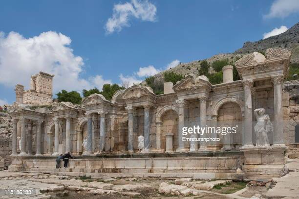antonin fountain at sagalassos ancient city. - emreturanphoto stock pictures, royalty-free photos & images