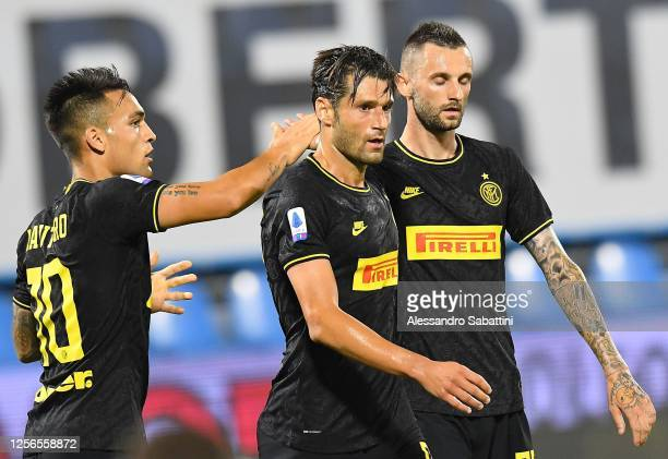 Antonino Candreva of FC Internazionale celebrates after scoring the opening goal during the Serie A match between SPAL and FC Internazionale at...