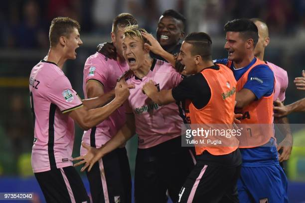 Antonino La Gumina of Palermo celebrates after scoring the equalizing goal during the serie B playoff match final between US Citta di Palermo and...