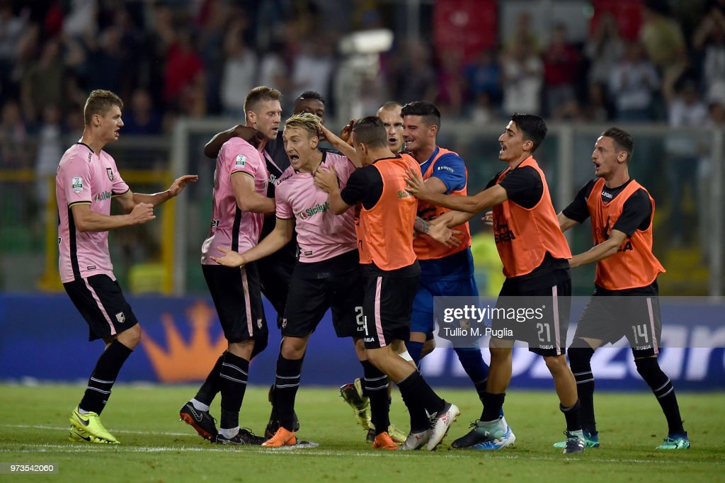 Antonino La Gumina of Palermo celebrates after scoring the equalizing goal during the serie B playoff match final between US Citta di Palermo and Frosinone Calcio at Stadio Renzo Barbera on June 13, 2018 in Palermo, Italy.