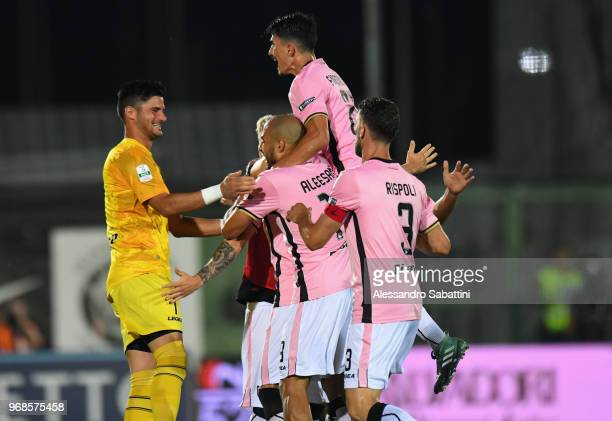 Antonino La Gumina of US Citta di Palermo celebrates after scoring the opening goal with teammates during the serie B playoff match between Venezia...
