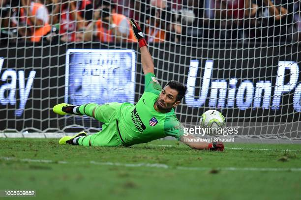 Antonio Adan of Atletico Madrid tries to defend the goal during the International Champions Cup 2018 match between Club Atletico de Madrid and...