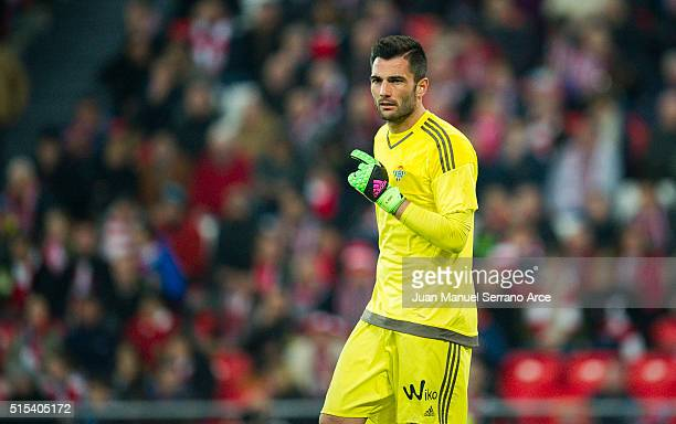 Antonio Adan of Real Betis Balompie reacts during the La Liga match between Athletic Club Bilbao and Real Betis Balompie at San Mames Stadium on...