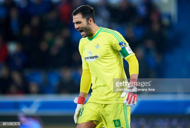Antonio Adan of Real Betis Balompie reacts during the La Liga match between Deportivo Alaves and Real Betis Balompie at Mendizorroza stadium on March...