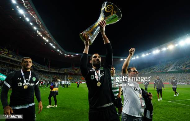 Antonio Adan of Sporting CP celebrates winning the Portuguese SuperCup with trophy at the end of the Portuguese SuperCup match between Sporting CP...