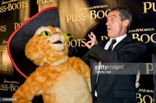 """Antonio Banderas attends the """"Puss in Boots"""" Screening the at Kerasotes Showplace ICON on October 17, 2011 in Chicago, Illinois."""